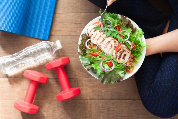 رژیم غذایی دیابت نوع دو شامل کربوهیدراتهای پیچیده مثل برنج قهوهای، میوه، سبزیجات، لوبیا و عدس میشود.
